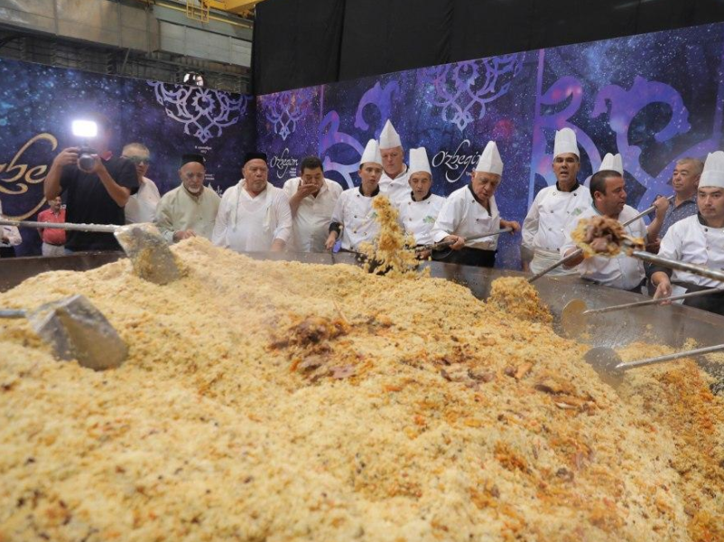 Uzbekistan enters record books with world's biggest plov