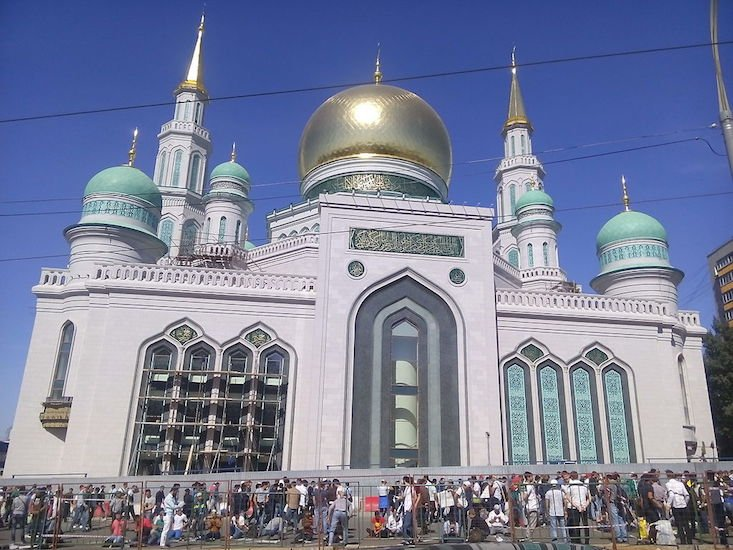 Moscow's biggest mosque reopens