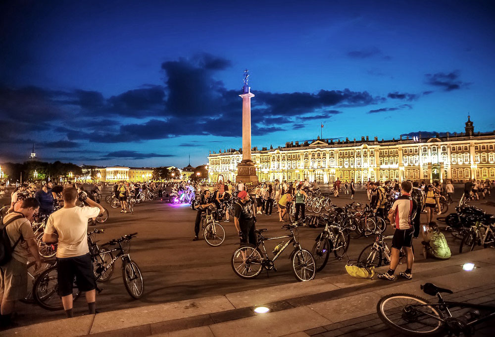 Night riders: Introducing St Petersburg's most radical cycling community