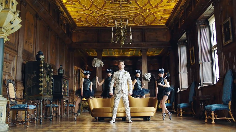 Opinion: many Russians took Robbie Williams' new video as a compliment. Here's why