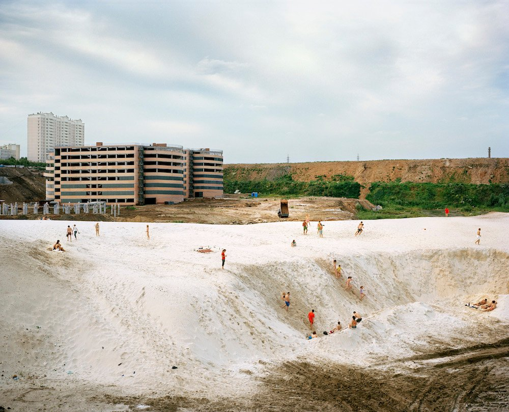 These photos capture two decades of Russia's shifting landscape